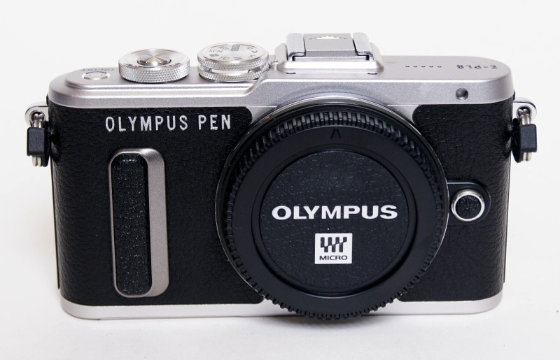 Olympus  Pen E-PL8 body only